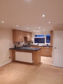Flat to let, 2 beds recently renovated excellent condition.