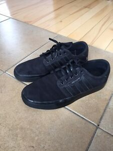 Soulier Addidas pointure 6 (12-13 ans)