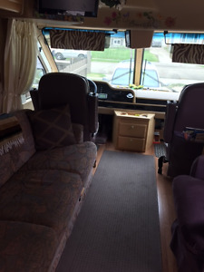 EXCELLENT CONDITION MOTOR HOME with extras