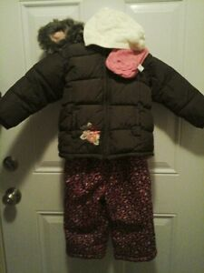 Girls snow suit 2T fit
