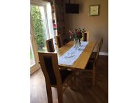 Oak dinning table and 6 chairs in very good condition