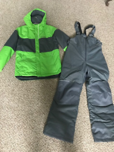 YOUTH BOYS COLUMBIA SNOW SUIT - SIze M