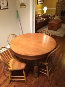 Round Vintage Dining Table with 4 Chairs
