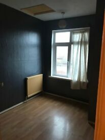 3 bedroom house in Holland Road, Leagrave