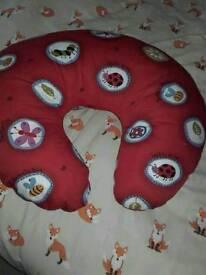 Breastfeeding / nursing pillow