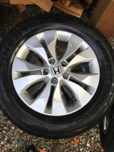 CRV ALLOY WHEELS NICE CONDITION AND TIRES