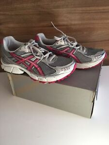 ASICS CHAUSSURES A COURSE / RUNNING SHOES 8 $45