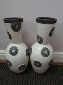 Set 2 large vase cream and brown great condition great working