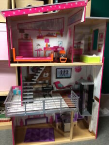 Maison de barbie (Costco)