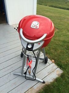 Like New Red CHAR BROIL Infrared Patio GRILL & Vinyl Cover