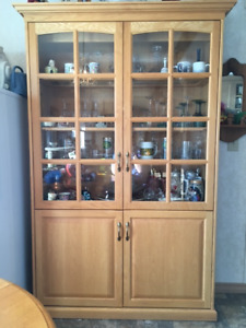 SOLID OAK DISPLAY/CHINA CABINET