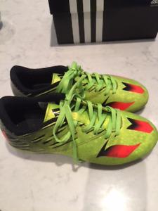 soccer cleats size 3/ souliers de soccer grandeur 3