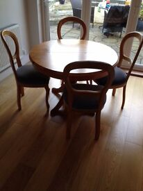 4 or 6 seater extending dining table with 6 chairs