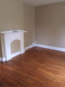 Charming and renovated 2 BDRM downtown! $1400 utilities included
