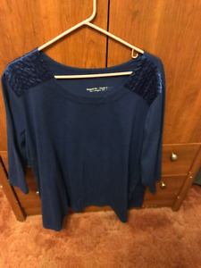 ASSORTED WOMAN'S TOPS & T SHIRTS