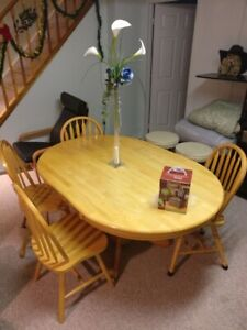 Oval Oak Dining Table with 4 chairs