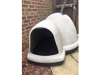 Large Igloo dog kennell