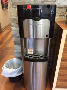 water dispenser : Hot and Cold