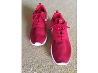 NIKE NIKE ROSHE ONE (GS) size 11 mens