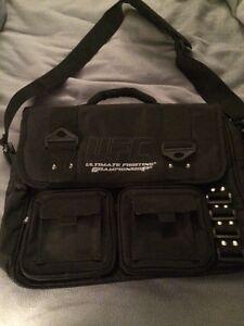 UFC sac-pour laptop ou ecole /PRIX REDUIT! LIKE NEW!