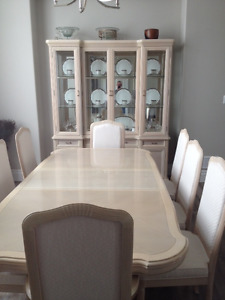 DINING ROOM TABLE & 8 CHAIRS WITH HUTCH AND CABINET
