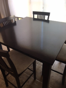 Counter Height Table 4 Chairs