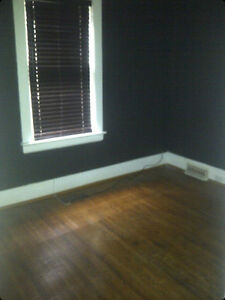 room for rent.  6 blocks from downtown at central and adelaide