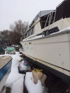 New Price - 1983 Silverton Aft-Cabin 40' Yacht