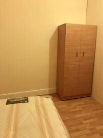 SINGLE ROOM IN BRIXTON - 450 PCM - GOOD SPACE - NO WINDOW - FLAT WITH LOUNGE AND PATIO
