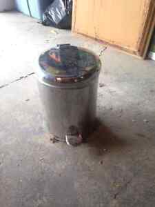 2 gallon stainless steel garbage pail foot pedal operation