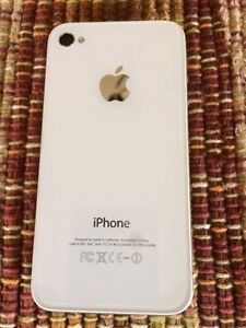 White i phone 4S, 16 gb with case, ( Virgin/Bell) Peterborough Peterborough Area image 3
