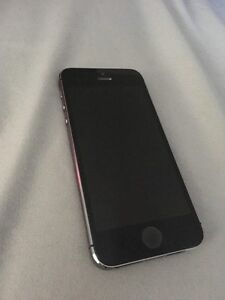 iPhone 5S, 16GB, Locked w/Bell,NO CHARGE CABLE, Great Condition!