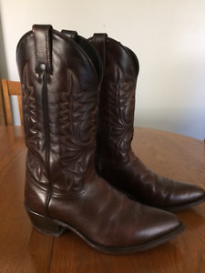 Men's brown leather cowboy boots