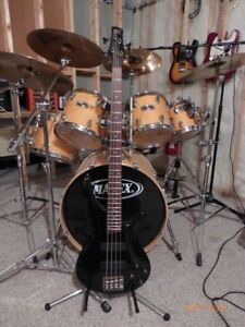 Bass Guitar in excellent condition