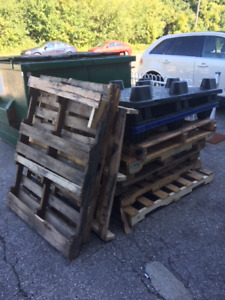 Free for Pick Up-Wood/Plastic Pallets