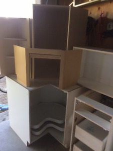 Kitchen Cabinets - lots of pullouts