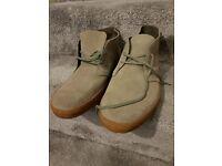 Men's Clarks shoes. Size 11.