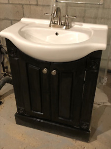 "24"" Bathroom Vanity includes sink, faucet and matching mirror"