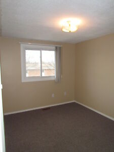 WOW!AVAIL.DEC.1st!3 BED TOWNHOME, GREAT LOCATION,WATER INCLUDED! Kitchener / Waterloo Kitchener Area image 13
