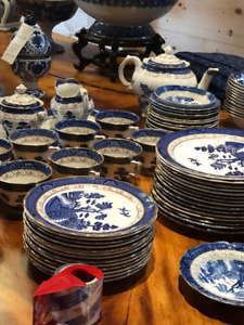 Blue Willow -- place settings for 8