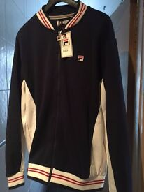 Mens bundle of branded Jackets (XL) & trainers (size 9)