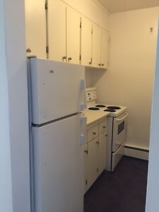 2 Bedroom for Rent NOW! $795 with laminate floors!