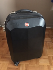 Valise Swiss Gear (coquille) - 4 roulettes  à vendre