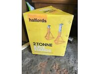 BRAND NEW AND BOXED 2 TONNE AXLE STANDS ( HALFORDS ) NEVER USED.