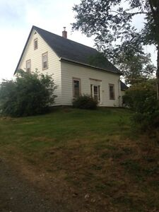 Lakefront Farmhouse 5 minutes from Mahone Bay