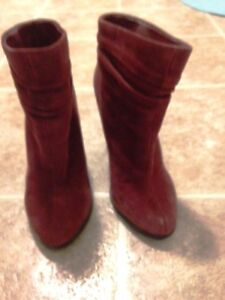 Aldo Size 6.5 Burgundy Faux Suede Booties