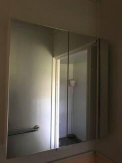 Bathroom Cabinet, Excellent condition