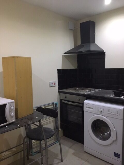 SPECIAL OFFER, HALF PRICE DEPOSIT...Furnished studio apartment on Duke Street L1, near china town