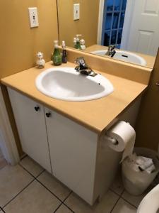 Vanité et armoires de salle de bain