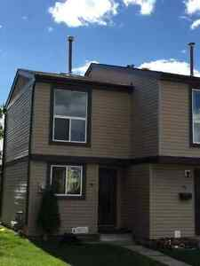 2 Bedroom town house for immediate rent (Close LRT)